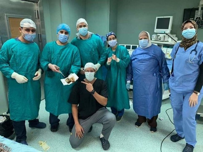 The team who performed the operation to remove 6,500 Egyptian pounds from a patient's stomach.Image Credit: Supplied